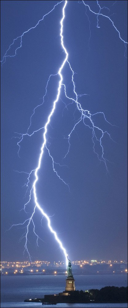 _49657170_caters_lightning_4161000
