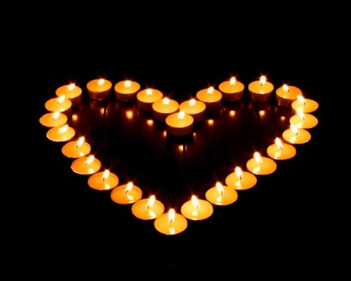 lit-candles-in-heart-shape--romantic-candle-light--photos-92789