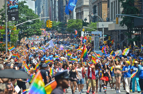2013-nyc-gay-pride-parade-44